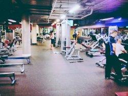 duża nowoczesna siłownia